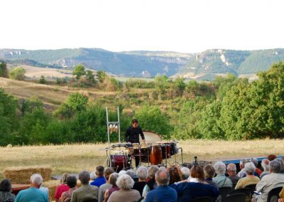 31 Juillet Le percussioniste chanteur conteur Guy Loup Boisneau à St-Jean-d'Alcas